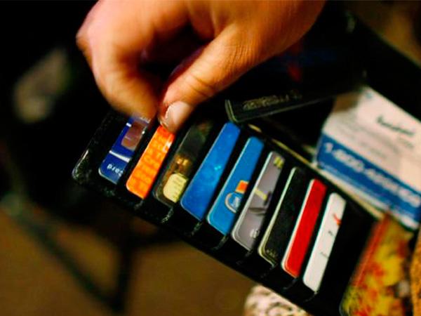 Кредитні картки і борги за ними: як не платити зайвого?